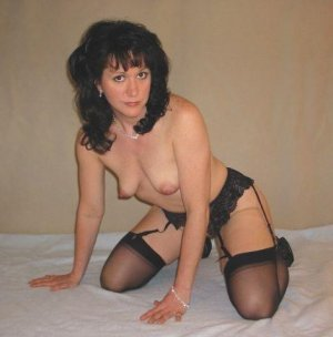Djamila happy hour escort in Sylt